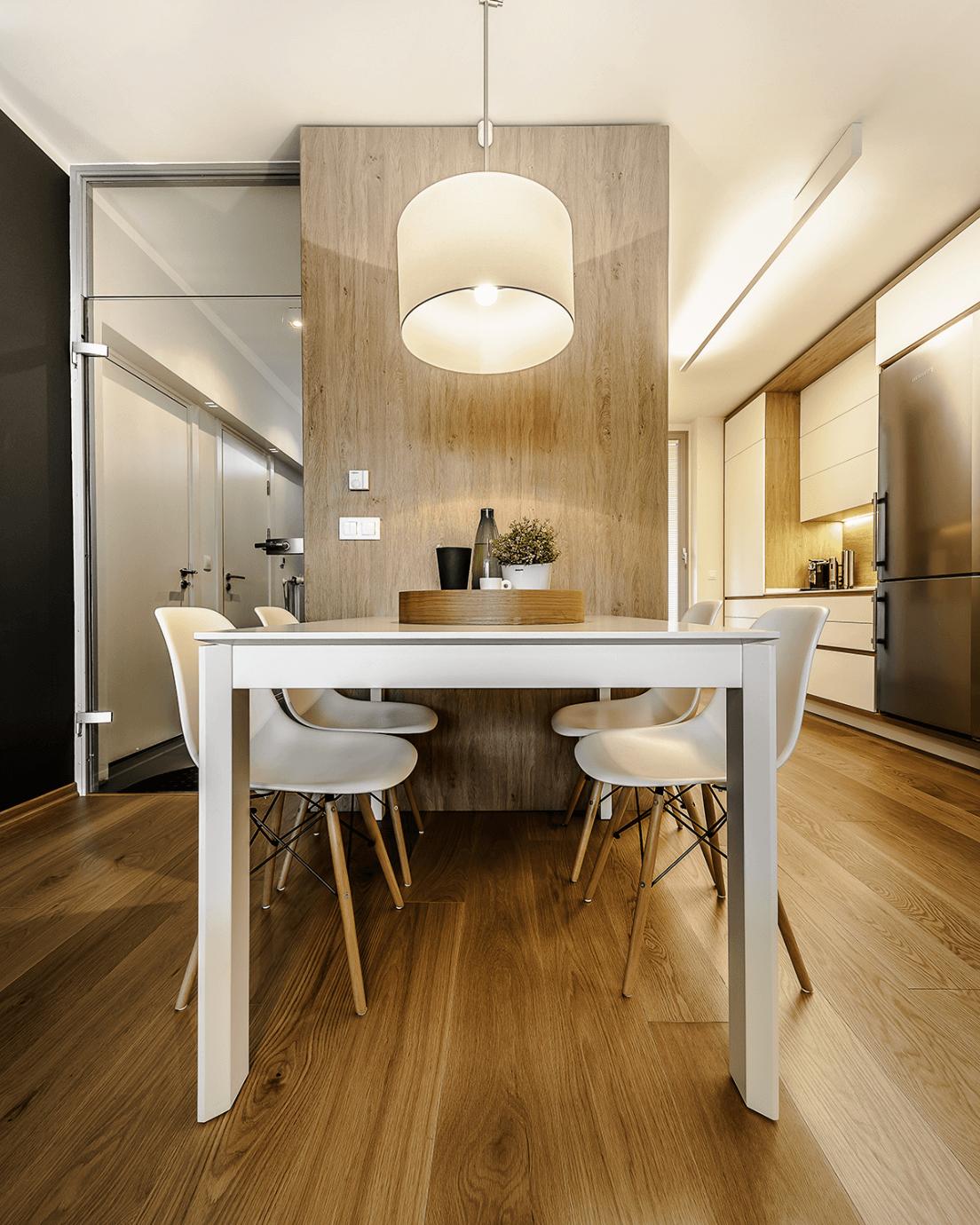 Кухня и кухненска маса