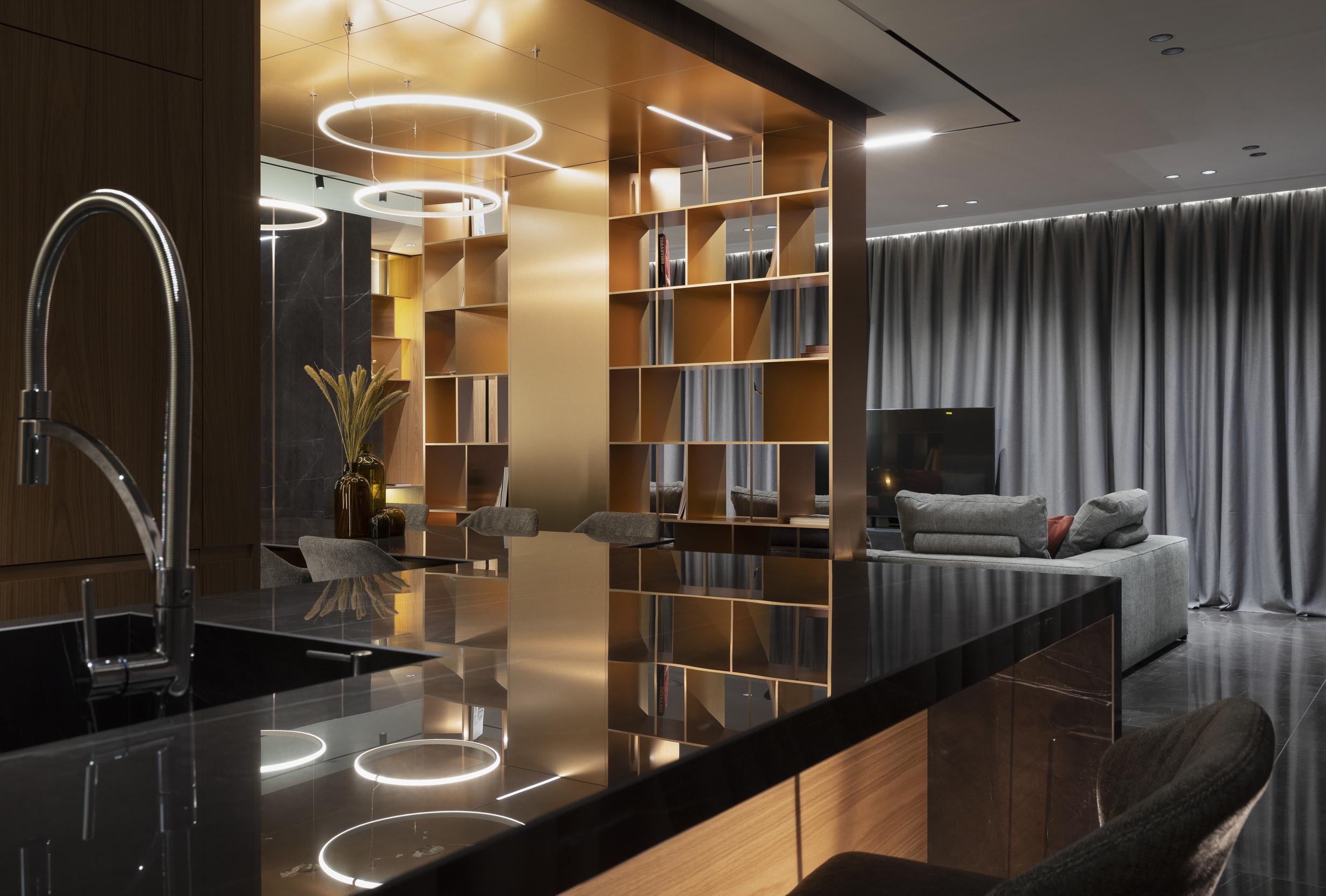 Кухня, кухненска маса и хол с телевизор