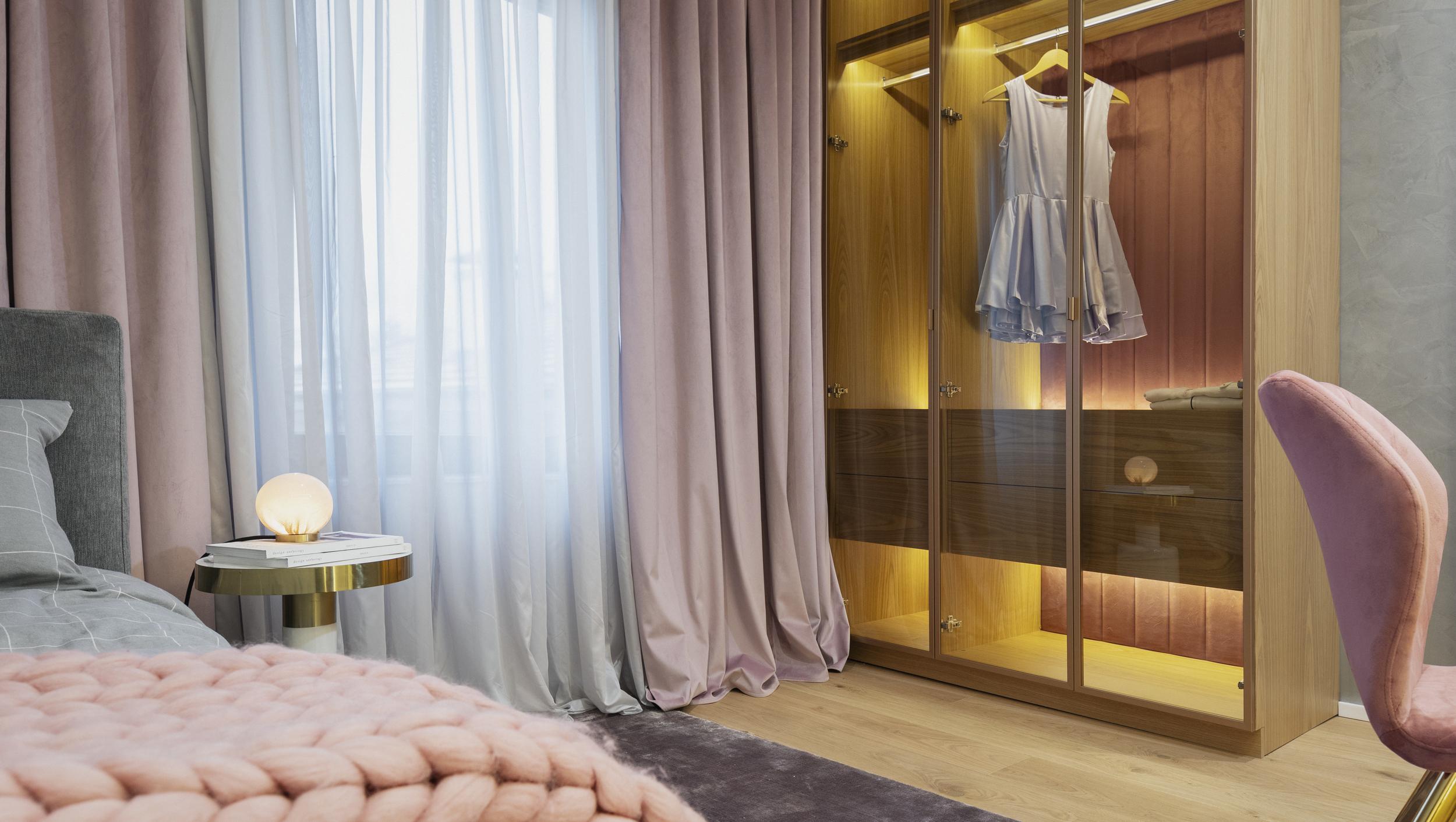 Детска спалня с гардероб и нощно шкафче